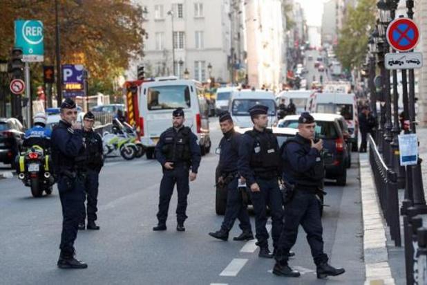 Dodelijke mesaanval in Parijs plaatst speurders voor raadsels