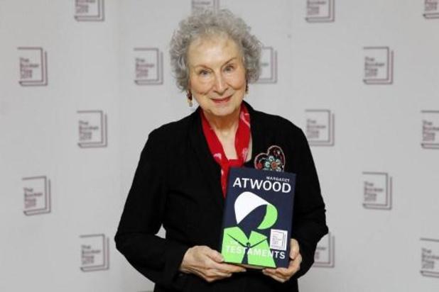 Les écrivaines Margaret Atwood et Bernardine Evaristo remportent le Booker Prize