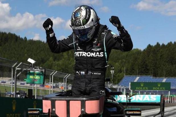 Valtteri Bottas knalt in seizoensopener naar winst
