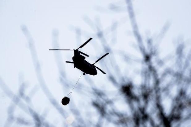 Tweede Nederlandse blushelikopter komt assisteren bij brand in Brecht