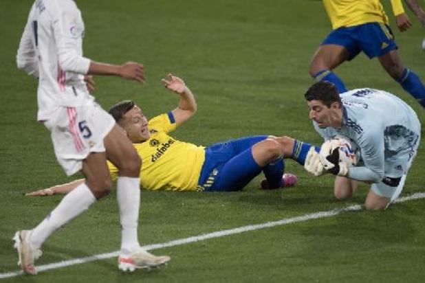 Belgen in het buitenland - Real Madrid boekt duidelijke zege tegen Cadiz en komt naast Atlético aan de leiding