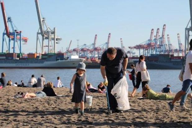 Duitse vrijwilligers verzamelen 320 ton afval op rivieroevers