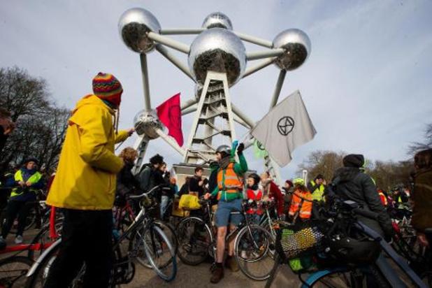 Fietsende kritische massa neemt individueel de Brusselse kleine ring in