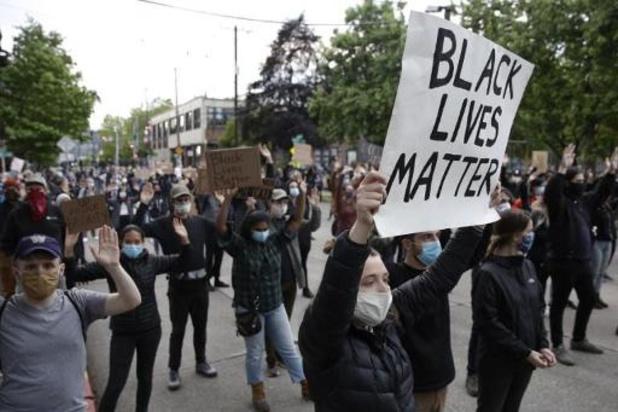 Man rijdt in op demonstranten in Seattle en schiet man neer