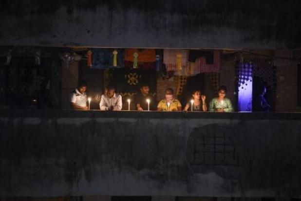 "Coronavirus - Indiërs steken kaars aan tegen ""duisternis"" van coronavirus"