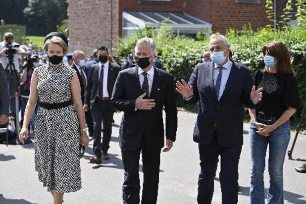 Le couple royal rend hommage aux sinistrés à Verviers
