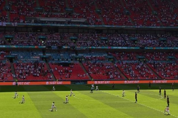 Les joueurs anglais encore hués par leurs supporters pour avoir posé le genou à terre