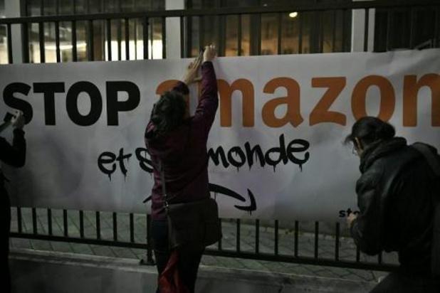 En France, des associations se mobilisent contre Amazon et la surconsommation