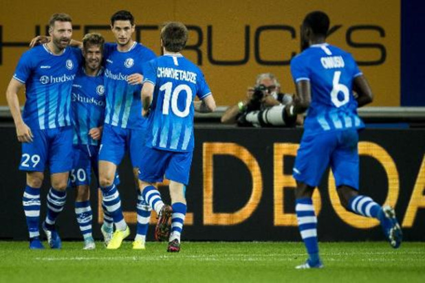 Champions League - Wispelturig Gent neemt de maat van Rapid en stoot door naar de play-offs