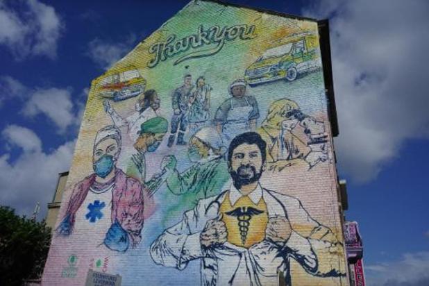 Muurschildering voor zorgverleners in Elsene ingehuldigd
