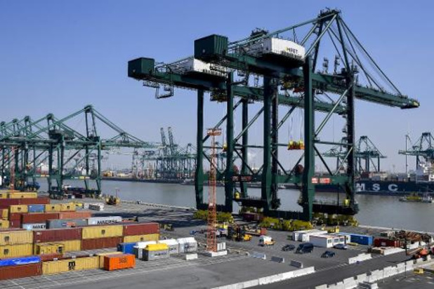 Lekkende container Waaslandhaven gestabiliseerd, koelen gaat nog verder