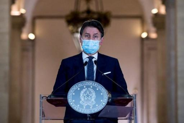 L'Italie renforce les restrictions après un nombre record de nouveau cas