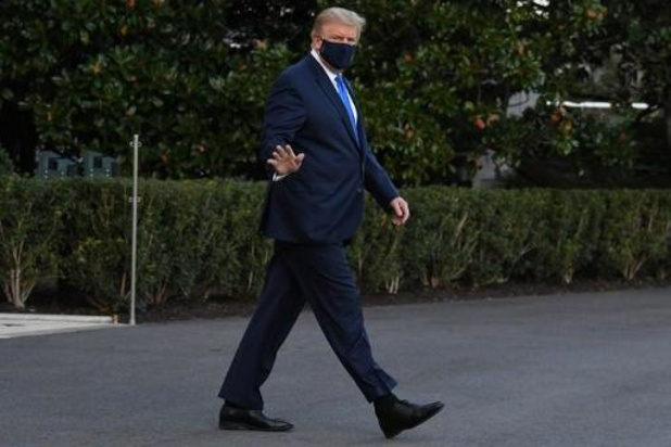 Trump besmet met corona - President wandelde naar helikopter
