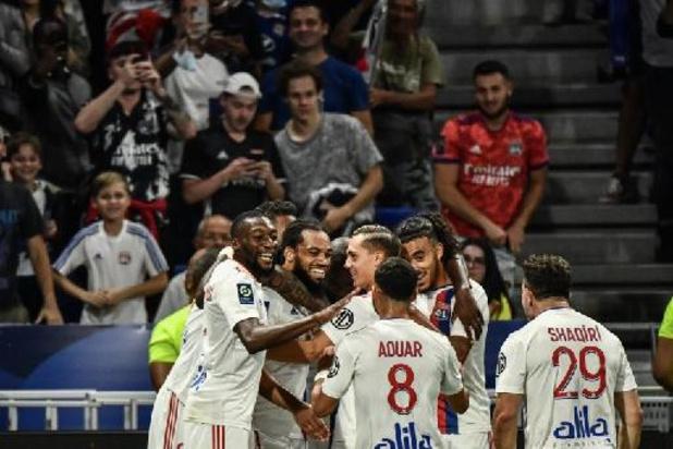 Les Belges à l'étranger - Jason Denayer buteur contre Matz Sels lors de la victoire de Lyon sur Strasbourg