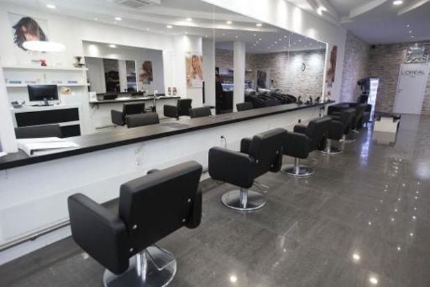 Les coiffeurs déçus de ne pas pouvoir rouvrir leur salon