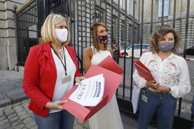 Des pétitionnaires de la dépénalisation de l'avortement pressent les députés de passer au vote à la Chambre