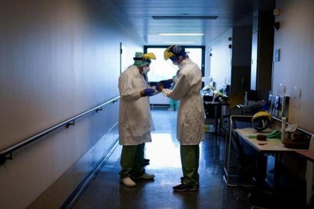 Covid: Plus de 750 patients aux soins intensifs