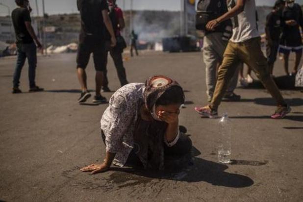 Griekse politie zet traangas in tegen vluchtelingen op Lesbos