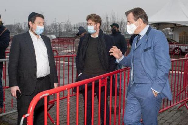 De Wever legt synagoge vier weken sluiting op na herhaalde corona-inbreuken