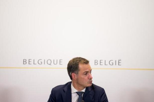 Premier De Croo veroordeelt taferelen op Leuvense Oude Markt