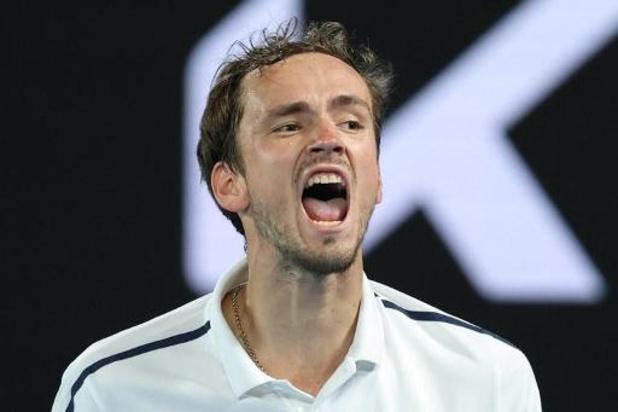 Medvedev domine Tsitsipas et défiera Djokovic pour sa première finale à Melbourne
