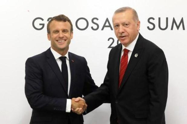 """Erdogan accuse Macron de """"colonialisme"""" et de """"spectacle"""" au Liban"""