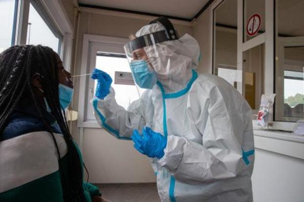 Un test d'anticorps négatif ne dit rien sur la présence du virus, avertit Yves Van Laethem