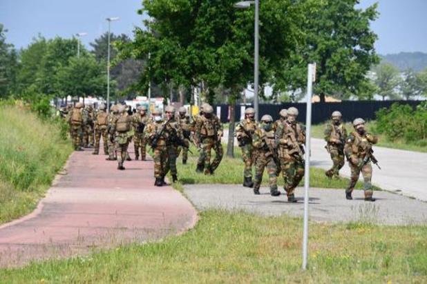 Ongeveer 200 manschappen speuren naar Jürgen Conings in Lanklaar en Eisden