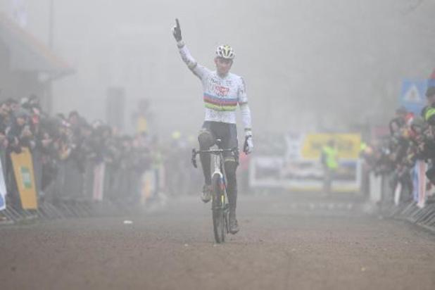 Mathieu Van der Poel devance Wout van Aert à Zonnebeke et s'offre un 22e succès