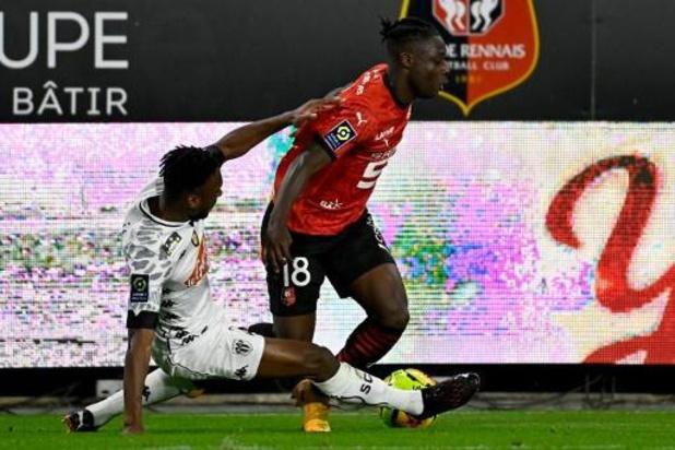 Les Belges à l'étranger - Rennes, avec Doku titulaire, battu par Angers, Mangala buteur avec Stuttgart