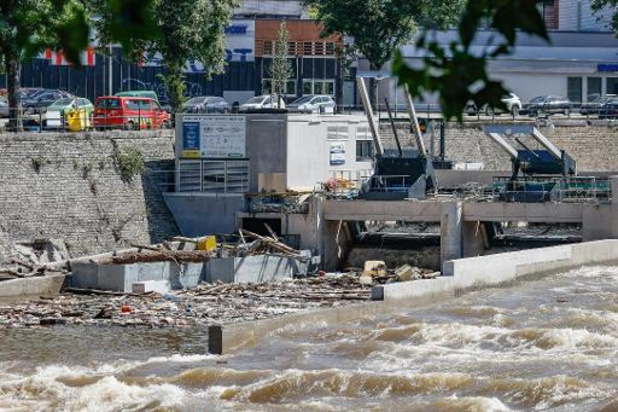 Situatie in getroffen provincies stabiliseert, nog 37.000 gezinnen zonder elektriciteit