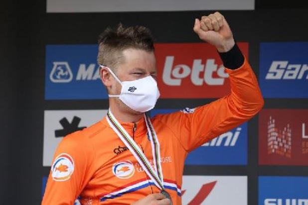 "WK wielrennen - Runner-up Van Baarle zag Alaphilippe verdiend winnen: ""Julian was sterkste vandaag"""