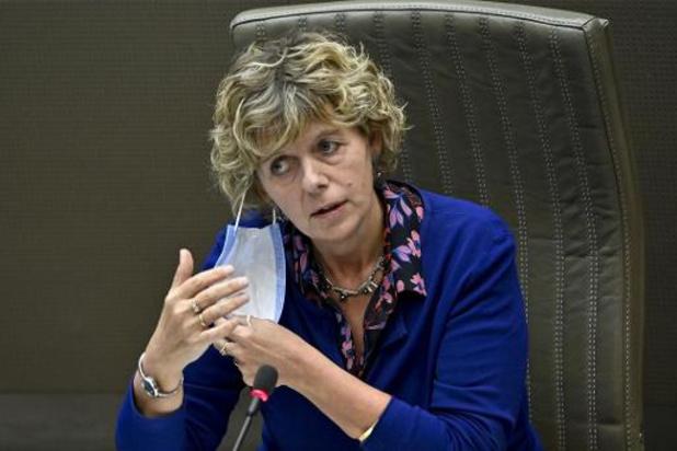 Vlaanderen denkt na over coronapas in steden en gemeenten