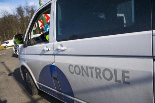 """Transportsector klaagt """"platte belastingverhoging"""" aan bij Vlaamse kilometerheffing"""
