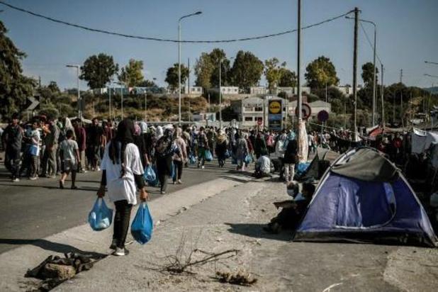 Cinq migrants arrêtés pour l'incendie du camp de Moria à Lesbos