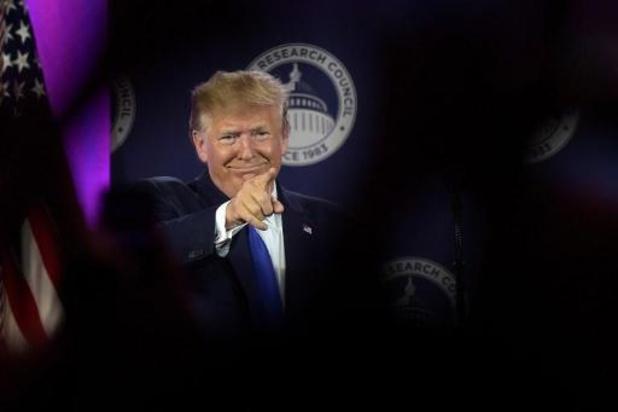 """Trump noemt Democraten die zich tegen hem verenigen """"clowns"""""""
