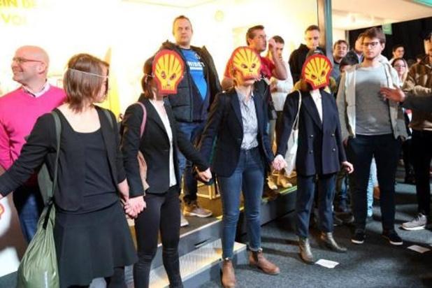Autosalon - Politie arresteert 185 leden van Extinction Rebellion bij acties