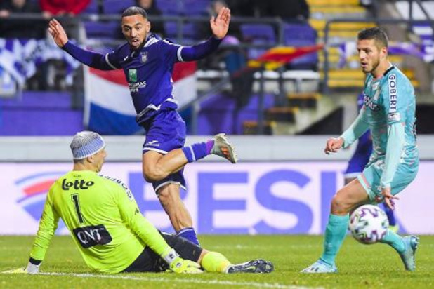 Slap Anderlecht komt niet verder dan 0-0 tegen Charleroi, Moeskroen speelt 2-2 gelijk tegen 9 Standard-spelers