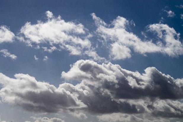 Des nuages et de la pluie en matinée, des éclaircies ensuite