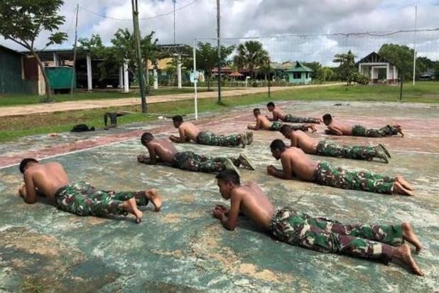 Indonesische soldaat krijgt celstraf omdat hij seks had met een man