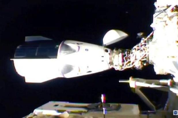 L'équipe de la capsule Dragon de SpaceX à bord de la Station spatiale internationale