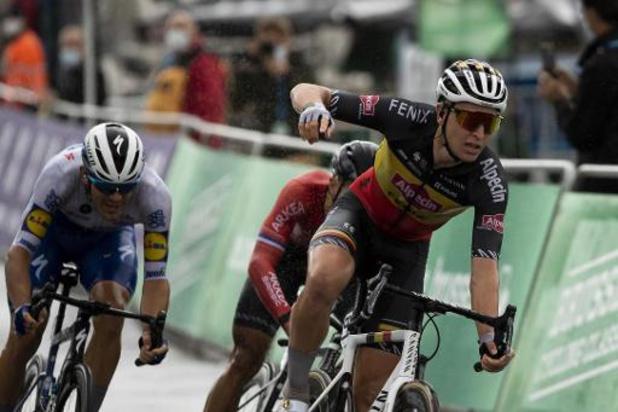 Belgisch kampioen Tim Merlier sprint naar bloemen in zesde etappe