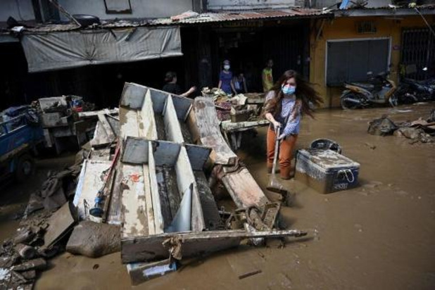 Duizenden Vietnamezen vluchten voor tyfoon Vamco