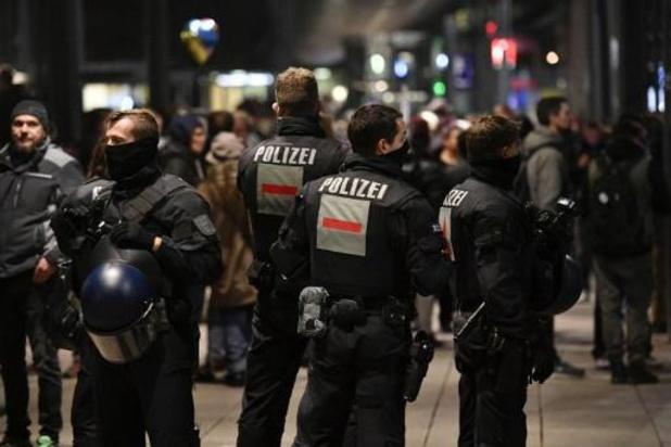 """Allemagne: 31 arrestations lors d'une manifestation d'""""anti-masques"""", condamnée par Berlin"""