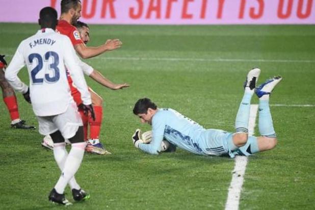 Belgen in het buitenland - Courtois wint met Real Madrid tegen Granada, Hazard blijft op de bank