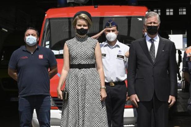 Koning Filip en koningin Mathilde brengen bezoek aan door overstromingen getroffen gebied