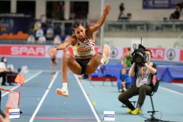 EK atletiek indoor: Thiam blijft na winst in verspringen aan kop, Vidts op weg naar zilver