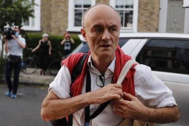Brits regeringslid stapt op uit ongenoegen voor het aanblijven van Cummings