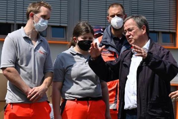 Noodweer - Kandidaat-bondskanselier Laschet excuseert zich voor lach tijdens bezoek rampgebied