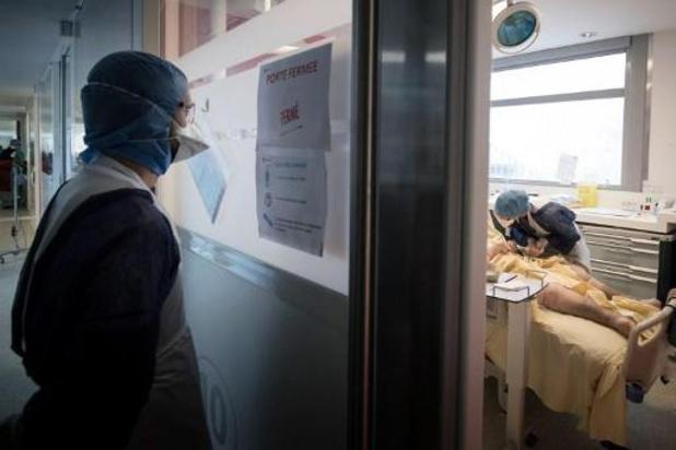 France: record de nouveaux cas, les admissions en réanimation continuent de grimper